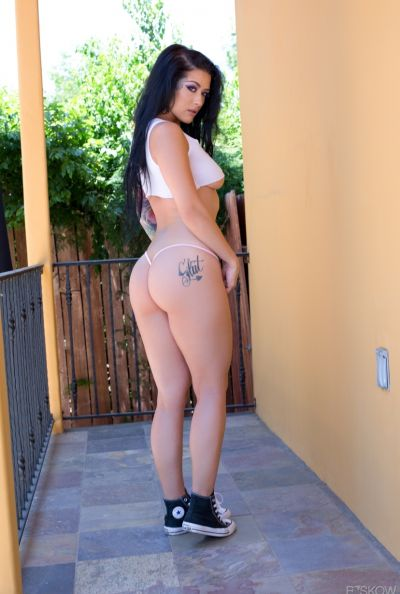 Полуголая фигуристая брюнетка Katrina Jade 4 фото