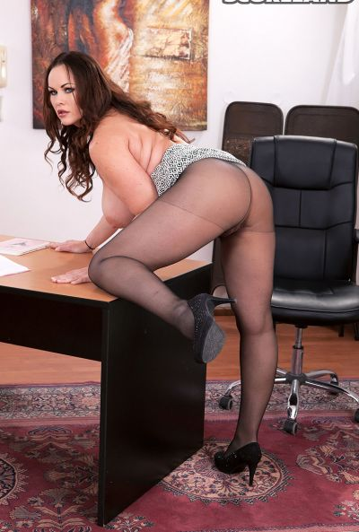 Сочная рыжая секретарша Ellis Rose 14 фото