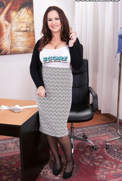 Сочная рыжая секретарша Ellis Rose 2 фото