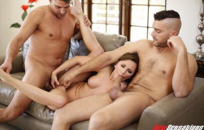 Жену жестко трахают четверо любовников 14 фото