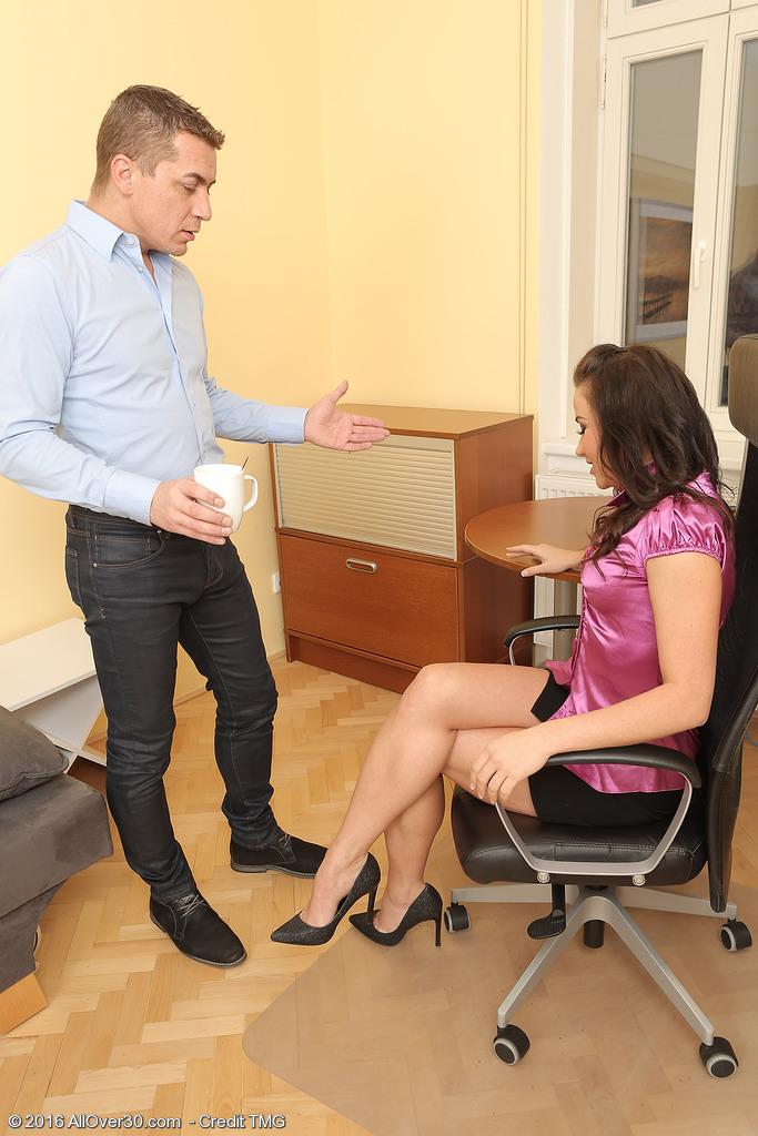 Шеф наказал свое секретарша порно, порно про сару пэйлин