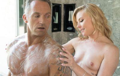 Сексуальный массаж в душе 2 фото