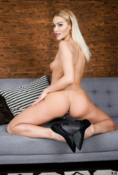 Привлекательная блондинка обожает анальный секс 3 фото