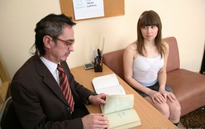 Студентка трахнулась с преподом за оценку 2 фото