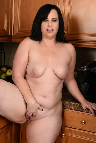 Толстая жена стала раком на кухне 1 фото