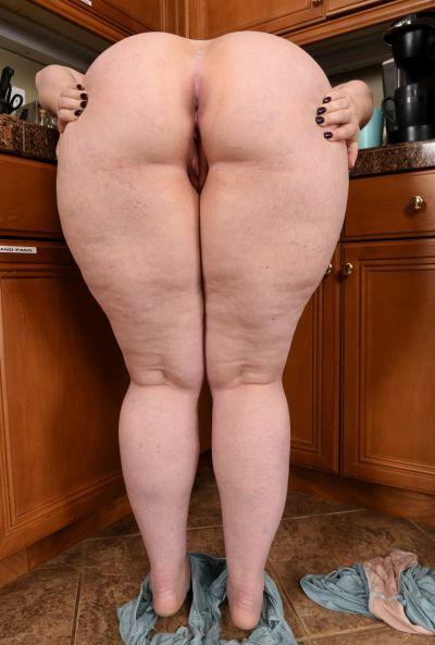 Толстая жена стала раком на кухне 12 фото