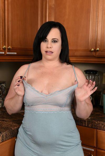 Толстая жена стала раком на кухне 2 фото