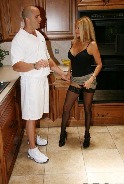Жена трахается с мужем за подарок 2 фото