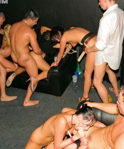 Большая оргия в ночном клубе