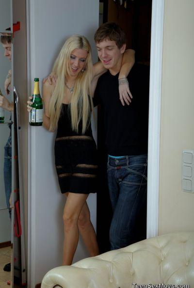 Русская пьяная парочка занимается бурным сексом 3 фото