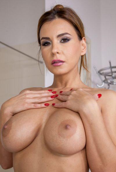 Зрелая домохозяйка приняла душ с мастурбацией 10 фото