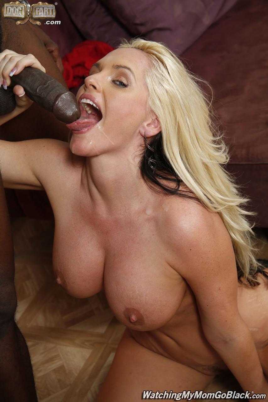 Негр шикарную блондинку