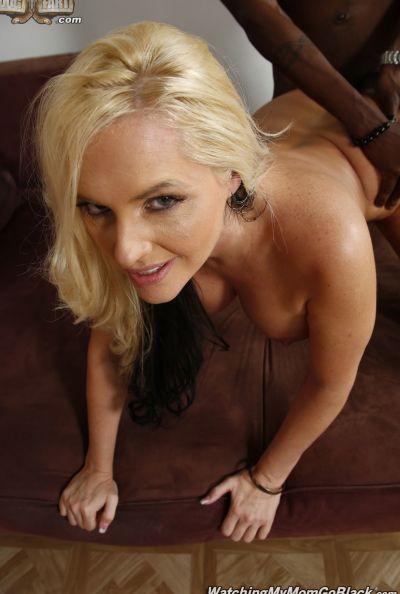 Негр трахает шикарную блондинку перед парнем 18 фото