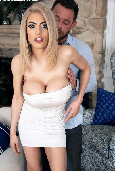 Красивая блондинка с огромными сиськами занялась сексом 3 фото