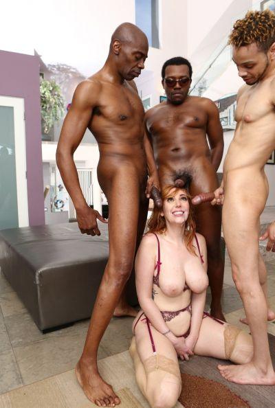 Четверо негров толпой трахают сексуальную рыжую милфу 19 фото