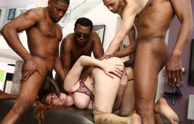 Четверо негров толпой трахают сексуальную рыжую милфу 8 фото