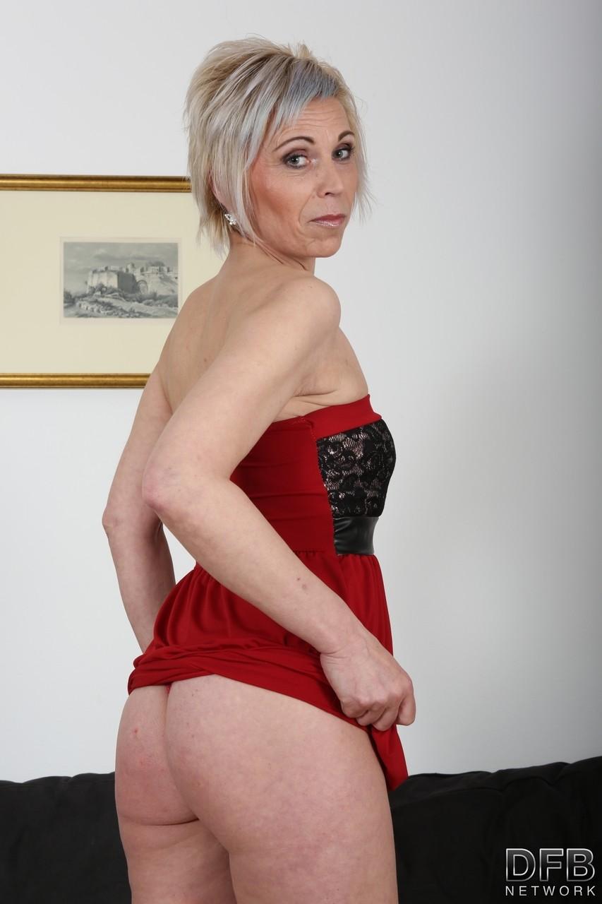 porno-pishnaya-blondi-s-korotkoy-pricheskoy-s-negrom