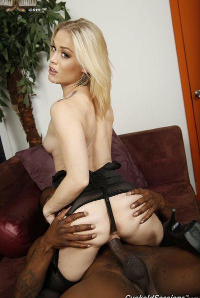 Негр кончил в пизду молодой блондинке 11 фото