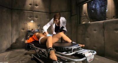 Врач изучает сексуальное напряжение пациентки 6 фото