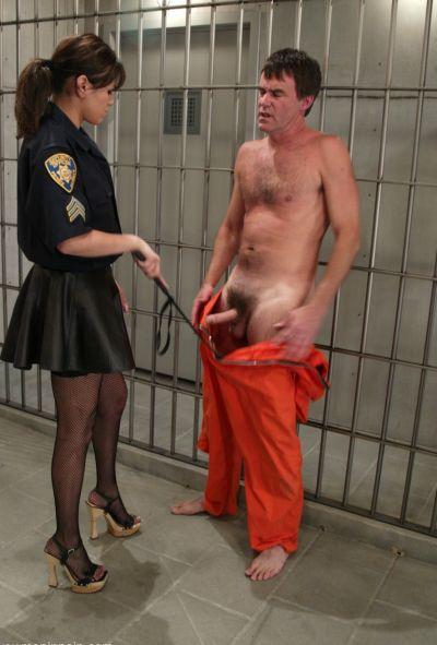Женщина коп насилует заключенного 4 фото