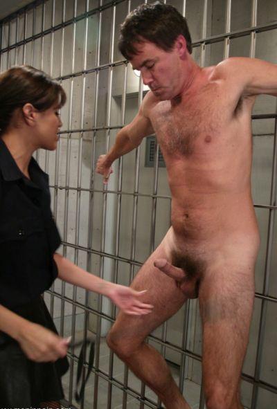 Женщина коп насилует заключенного 5 фото