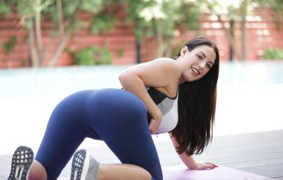 Голая сексуальная йогиня 5 фото