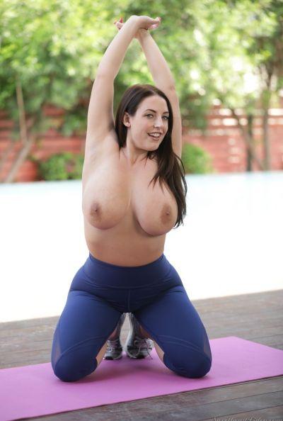Голая сексуальная йогиня 6 фото