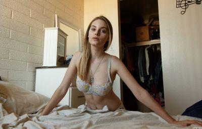 Домашняя эротика молоденькой девушки 5 фото