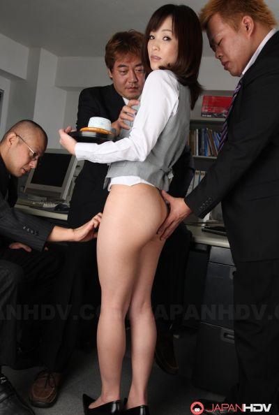Голая японка в офисе 10 фото