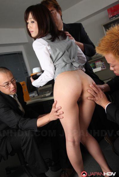 Голая японка в офисе 14 фото