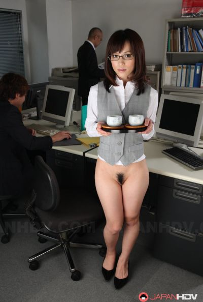 Голая японка в офисе 3 фото