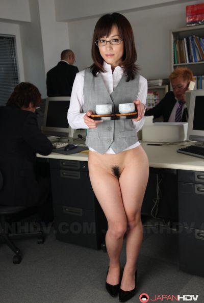 Голая японка в офисе 5 фото