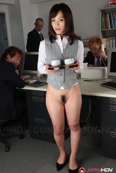 Голая японка в офисе 7 фото