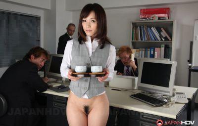Голая японка в офисе 8 фото