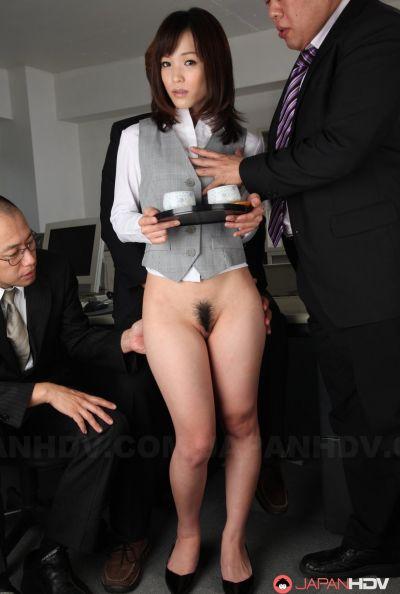 Голая японка в офисе 9 фото