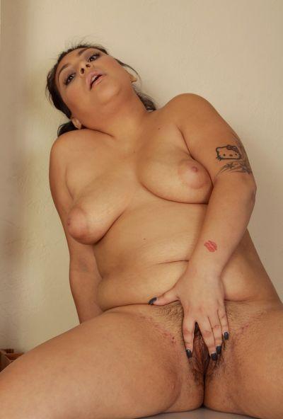 Толстая медсестра делает медосмотр вагины 12 фото