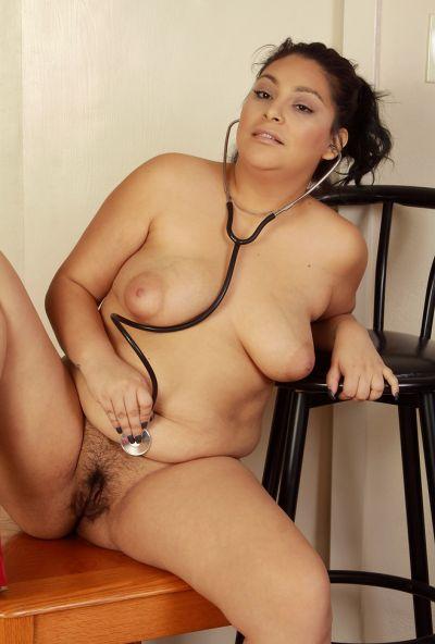 Толстая медсестра делает медосмотр вагины 15 фото