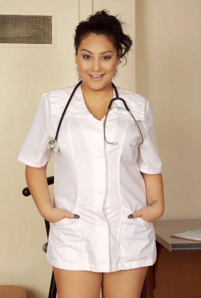 Толстая медсестра делает медосмотр вагины 2 фото