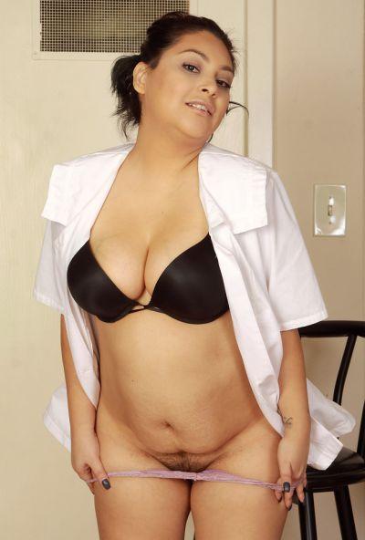 Толстая медсестра делает медосмотр вагины 6 фото
